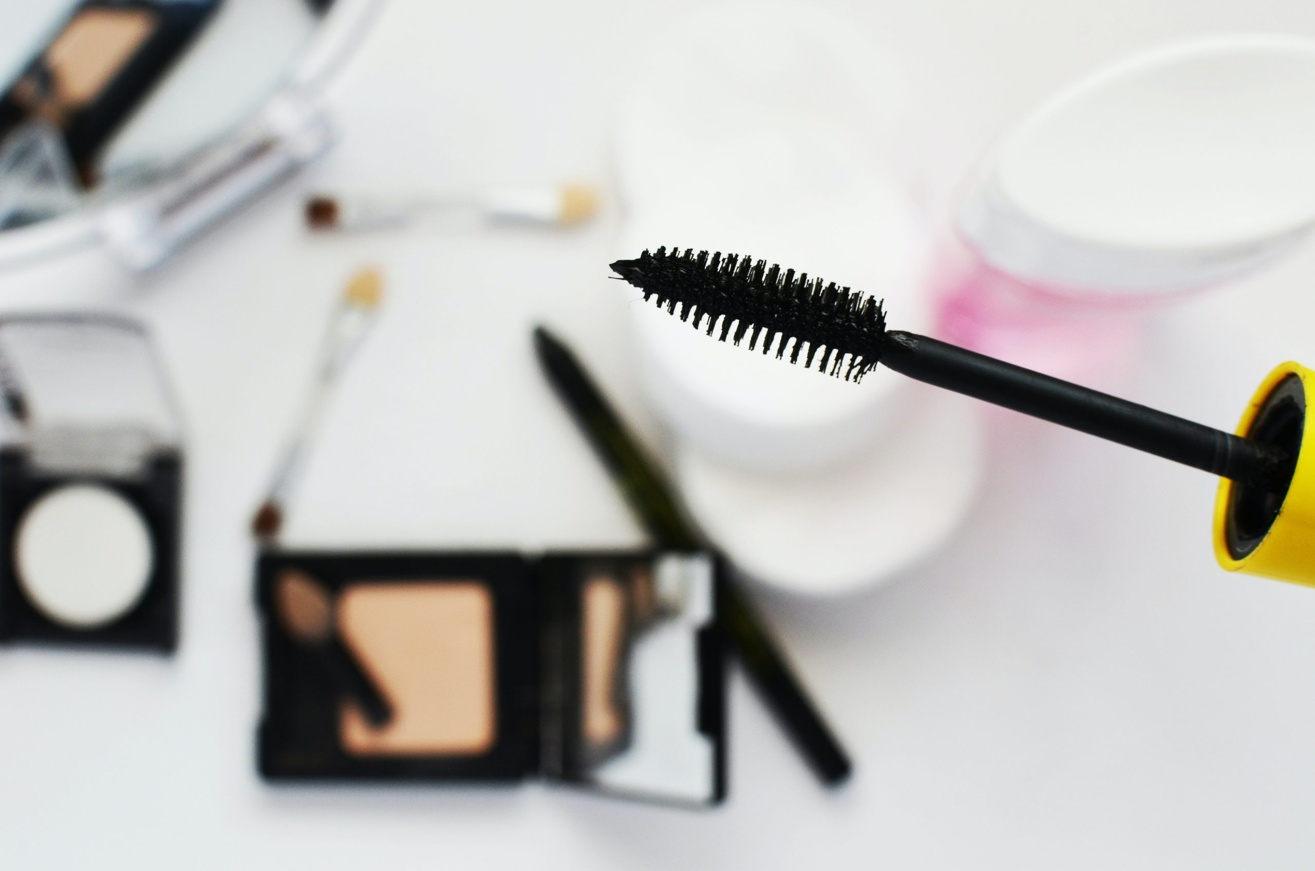 Apply Homemade Mascara in Baby's Eyes, Learn How to Make Mascara at Home
